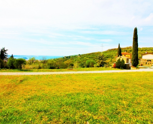 There are four plots for sale with an open sea view in the Malia village near Izola and Portorož