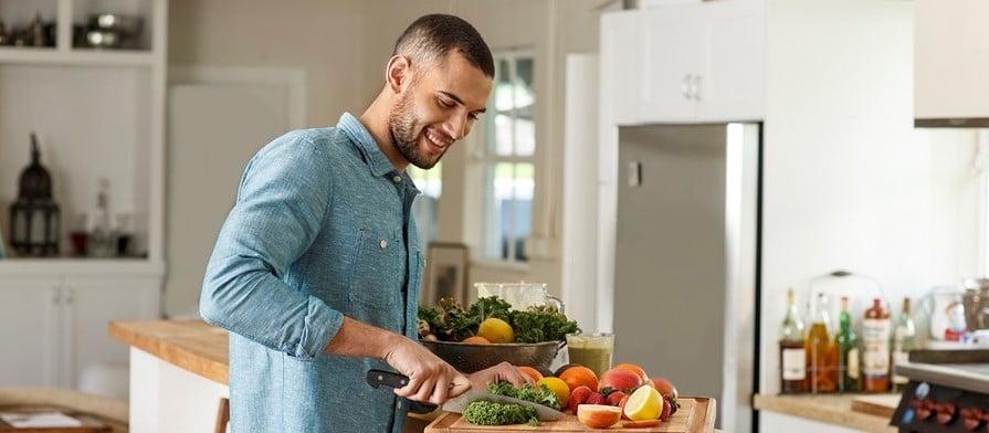 Научимся готовить, убираться и захотим замуж. Как коронавирус обнулил главные тренды последнего десятилетия.