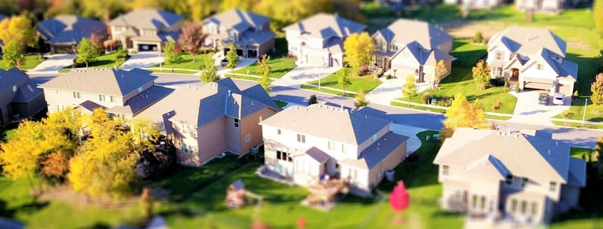 Продажи недвижимости упали, цены выросли.