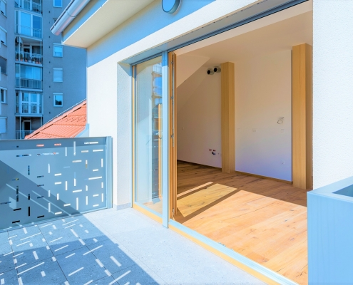 New very bright 3-room apartment on the top floor in Ljubljana, Shishka district